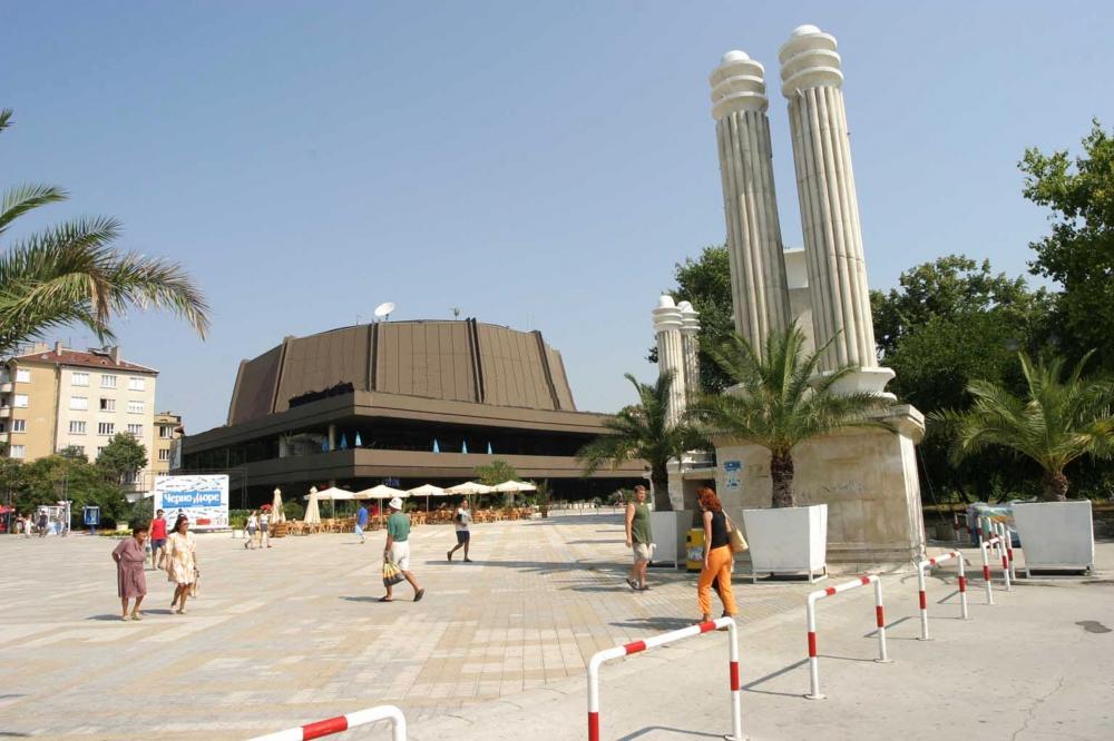 Фестивален и конгресен център