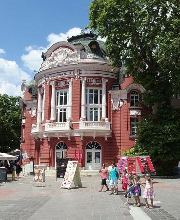 Театрално-музикален продуцентски център Варна